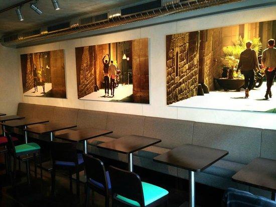 Caffeine : wonderful photos on the walls!