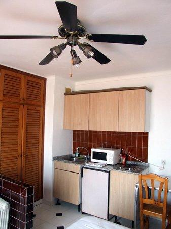 Es Grop Apartments : Cucinino stanza 5A