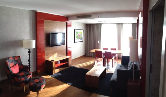 Hilton The Hague: Living room One Bedroom Suite