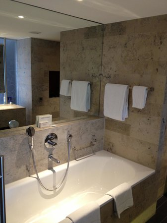 Hilton The Hague: Bathroom One Bedroom Suite