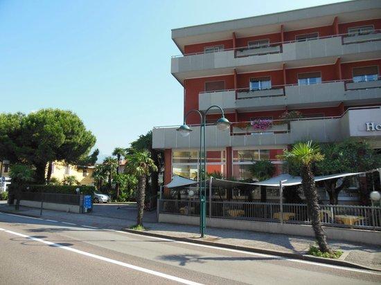 Hotel Riviera: linkerzijde hotel