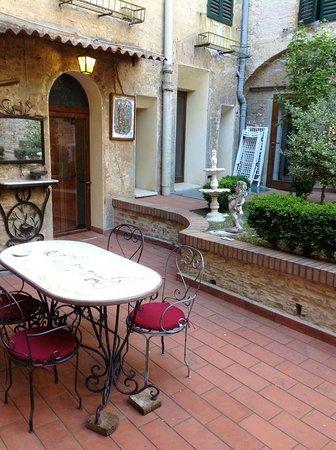 Piazza Paradiso Accomodation: si l'on veut prendre le petit dejeuner dehors