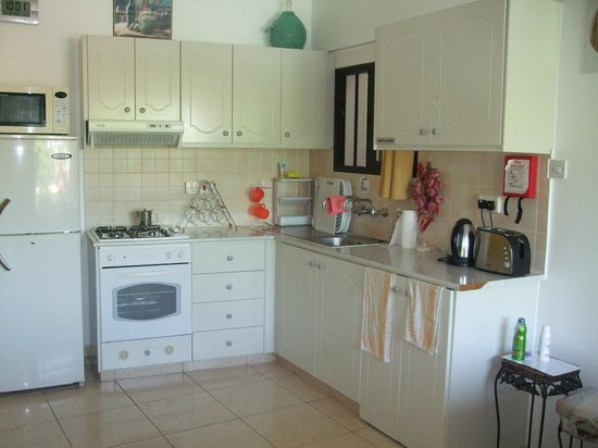 Apollonia Holiday Apartments: Kitchenette