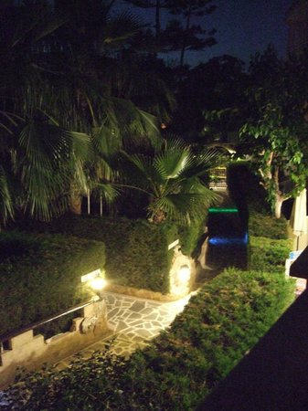 Apollonia Holiday Apartments: Side path from balcony - Nightime