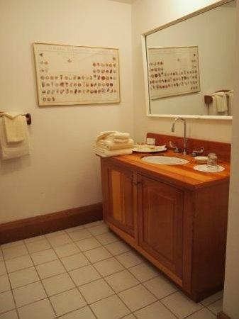 Sooke Harbour House Resort Hotel: Vanity Area of Room 28-Chef's Study