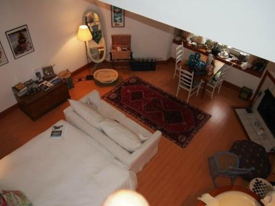 Sooke Harbour House Resort Hotel: Room 28 - Chef's Study - The Pet Room