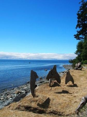 Sooke Harbour House Resort Hotel : Lots of Scrupture & Art Works both Inside and Outside of the Property
