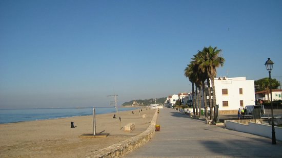 Hotel Yola: Beach promenade in Altafulla - 100 meters from the hotel