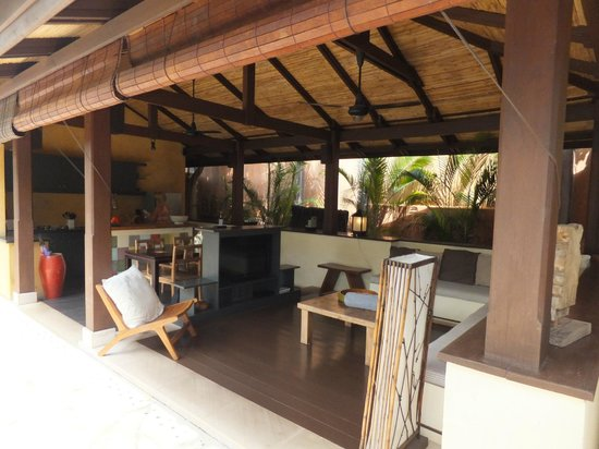Alanta Villa: Large Living Area and Kitchen