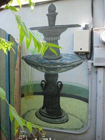 Place d'Armes Hotel: Fountain in semi-private courtyard mural