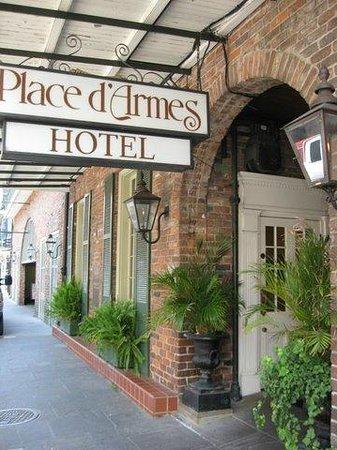 Place d'Armes Hotel: Actual Front Entrance of Place d'Armes
