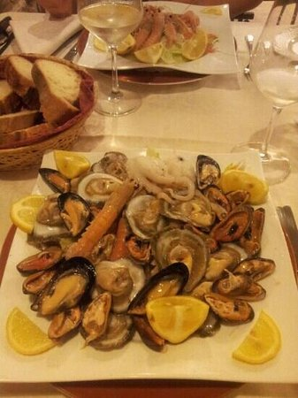 Isola di Sant'Andrea: il piatto di frutti di mare crudi (porzione doppia)