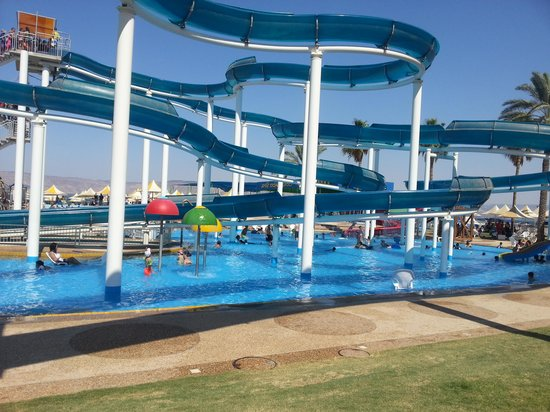 Gai Beach Resort Spa Hotel : water slides at gai beach