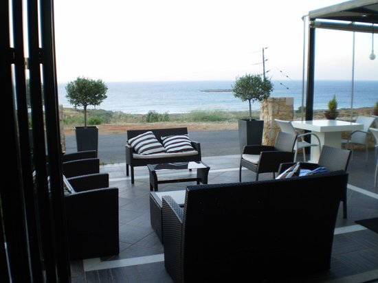 Alexis Hotel, Chania: View out from the restaurant