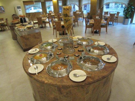 smartline Ras Al Khaimah Beach Resort: Im Restaurant