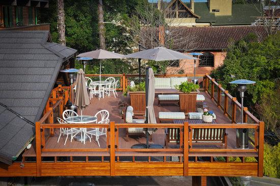 Hotel Casa da Montanha: Deck com vista para a cidade