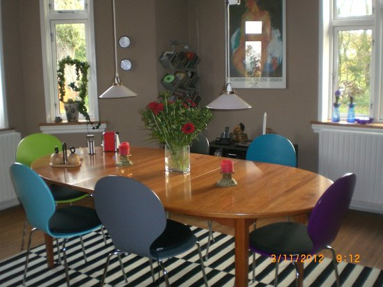 Bjerreby Bed and Breakfast v./ MidtGaard/Madsen: opholdsstue og brealfastrum