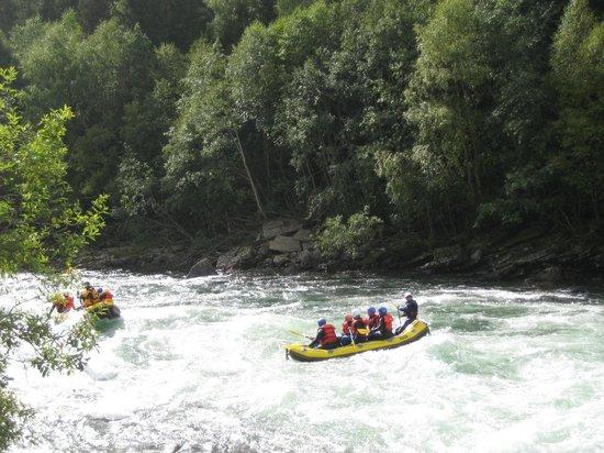 Jotunheimen Feriesenter: Rafting in Sjoa river