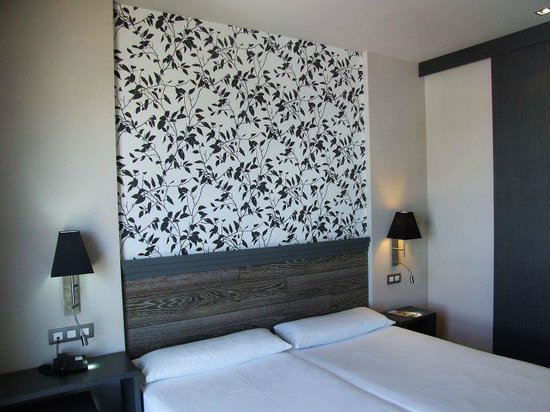 Tulip Inn Plaza Feria: quarto