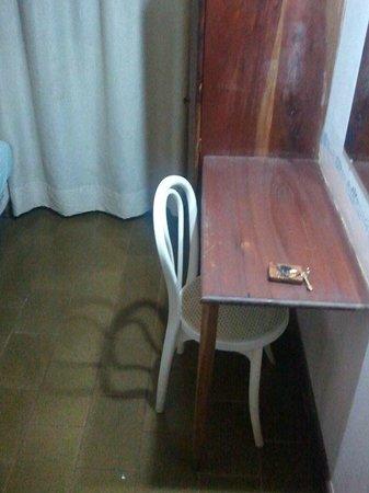 """Hotel Tierra Colorada: qe dormir vestidael """"escritorio"""" la silla estaba destartalada"""