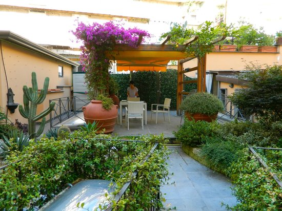 Napoli Suites: The rooftop garden, perfect for breakfast.