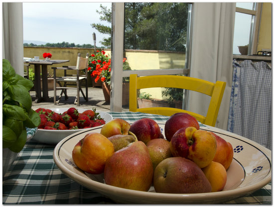 Agriturismo degli Alpaca: Frutta del nostro Frutteto e Orto Sinergico (tutto bio)