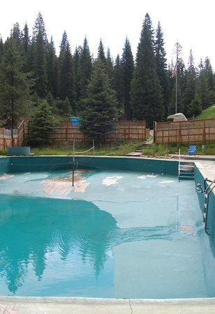 Red River Hot Springs: empty main pool in need of TLC