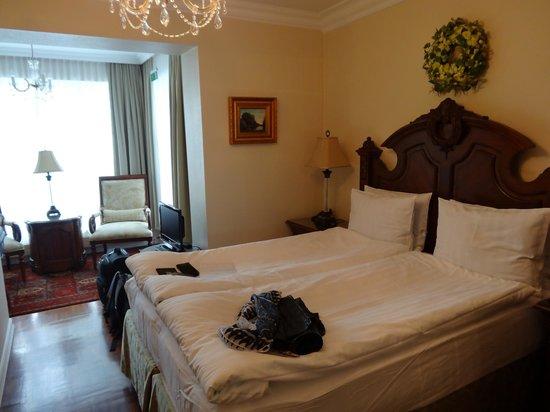 Hotel Phoenix: Room
