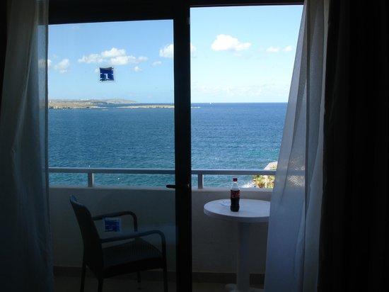 Dolmen Resort Hotel: Het terras van de gerenoveerde kamer