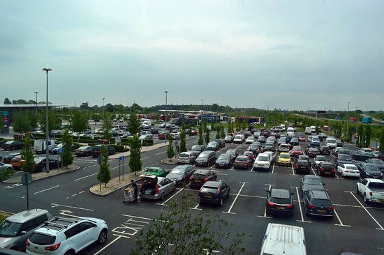 Days Inn Wetherby: The parking lot of the Wetherby Services