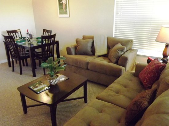 Perfect Drive Vacation Rentals: Living and Dining area in Pine Valley