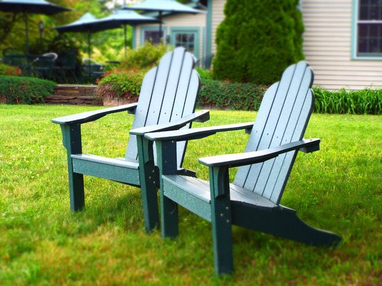 Chesterfield Inn: Adirondack chairs off of the dining patio