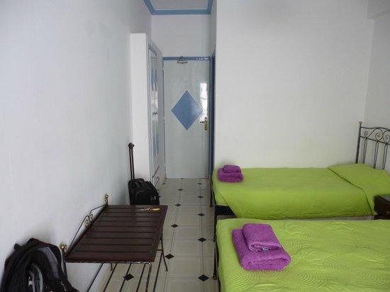 Blue Sky Hotel : Fira single room.