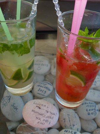 Minos Pension & Roof Garden Lounge: Order a mojito & chillax!