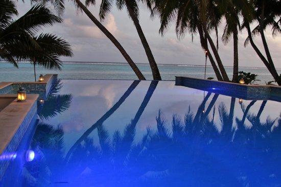 Little Polynesian Resort: Evening view towards the beach