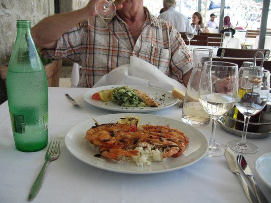 Orsan Yachting Club Restaurant: ...and Hazel's Grilled King Prawns on Rice