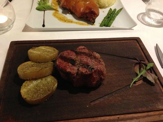 Komokieras : Char-grilled steak with potatoes with a Sitges seasoning