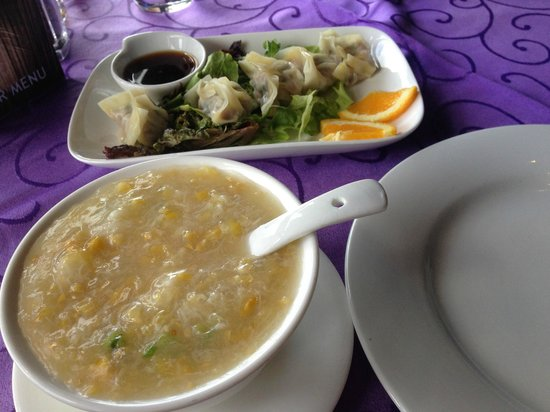 Royal Villa Chinese Restaurant : Steamed dumplings and crabmeat sweet corn soup