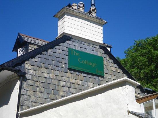 Blot for at øge opmærksomheden på navnet: The Cottage Inn.
