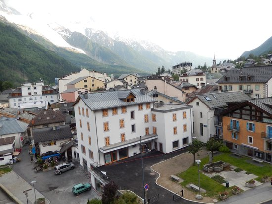 Alpina Hotel: Another fantastic view from the room facing Mont Blanc