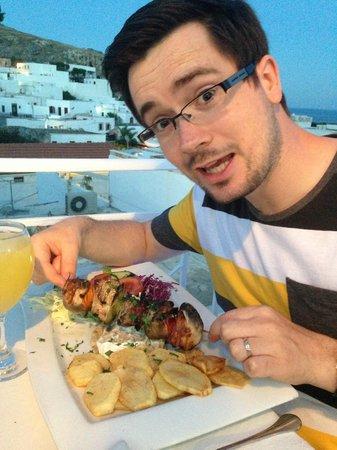 Symposio : I was happy to get my chicken souvlaki