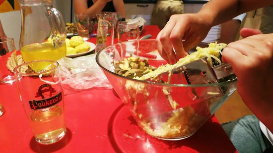 Hostel Advantage : Czech cooking session - preparation
