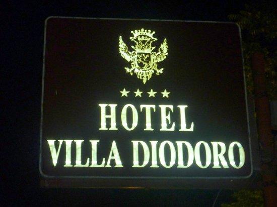 Hotel Villa Diodoro : Enseigne lumineuse très visible