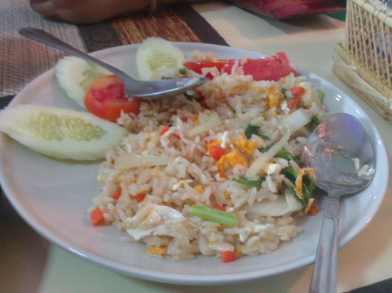 "Baramie Residence: egg fried rice at ""chilles"" on the road to the beach"