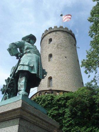 Sparrenburg and statue of Friedrich Wilhelm