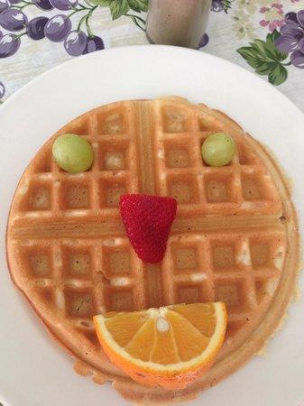 La Pensione Inn: Smiley Waffle