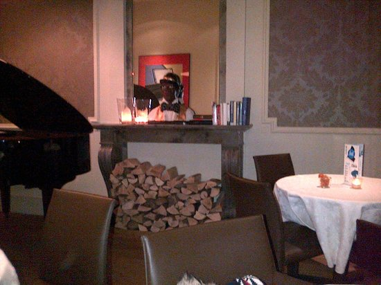 Hotel Navarra: another pic of piano bar