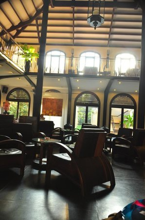 Heritage Suites Hotel : bar restaurant