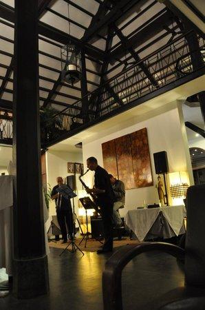Heritage Suites Hotel: soirée jazz au bar de l'hotel