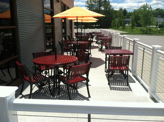 Previews Grill & Bar: Patio Seating